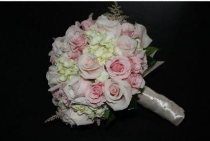 pink rose cream hydrangia bouquet